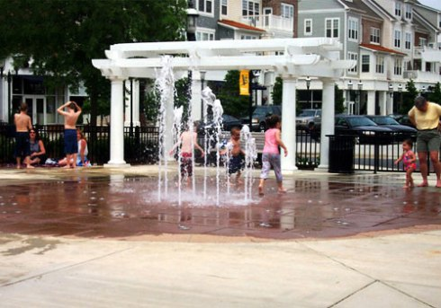 Community gathering space at Birkdale Village, a lifestyle center in Huntersville, NC (Image Source: citybeautiful21.com)